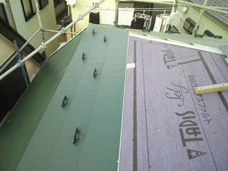 防水紙が敷設された屋根