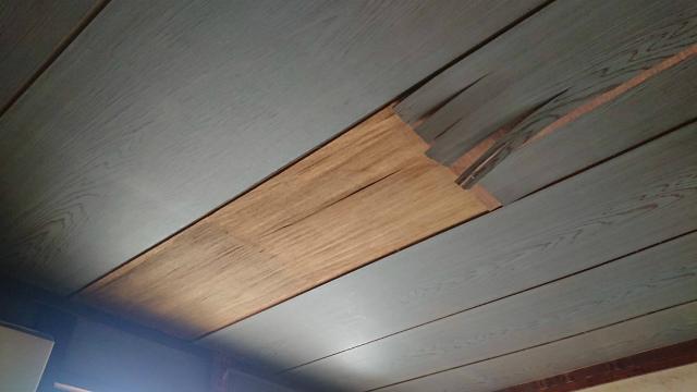 天井板剥がれ