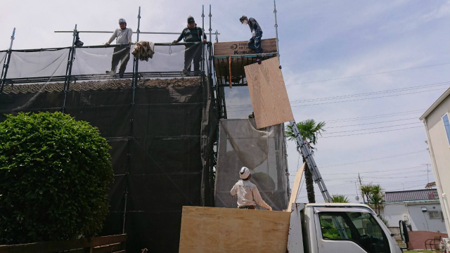 野地板を屋根上へ