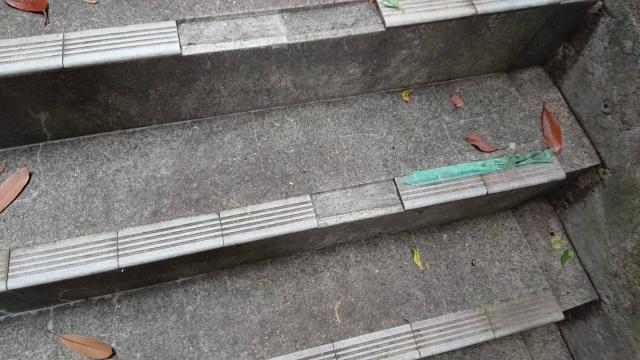 階段タイルの欠け