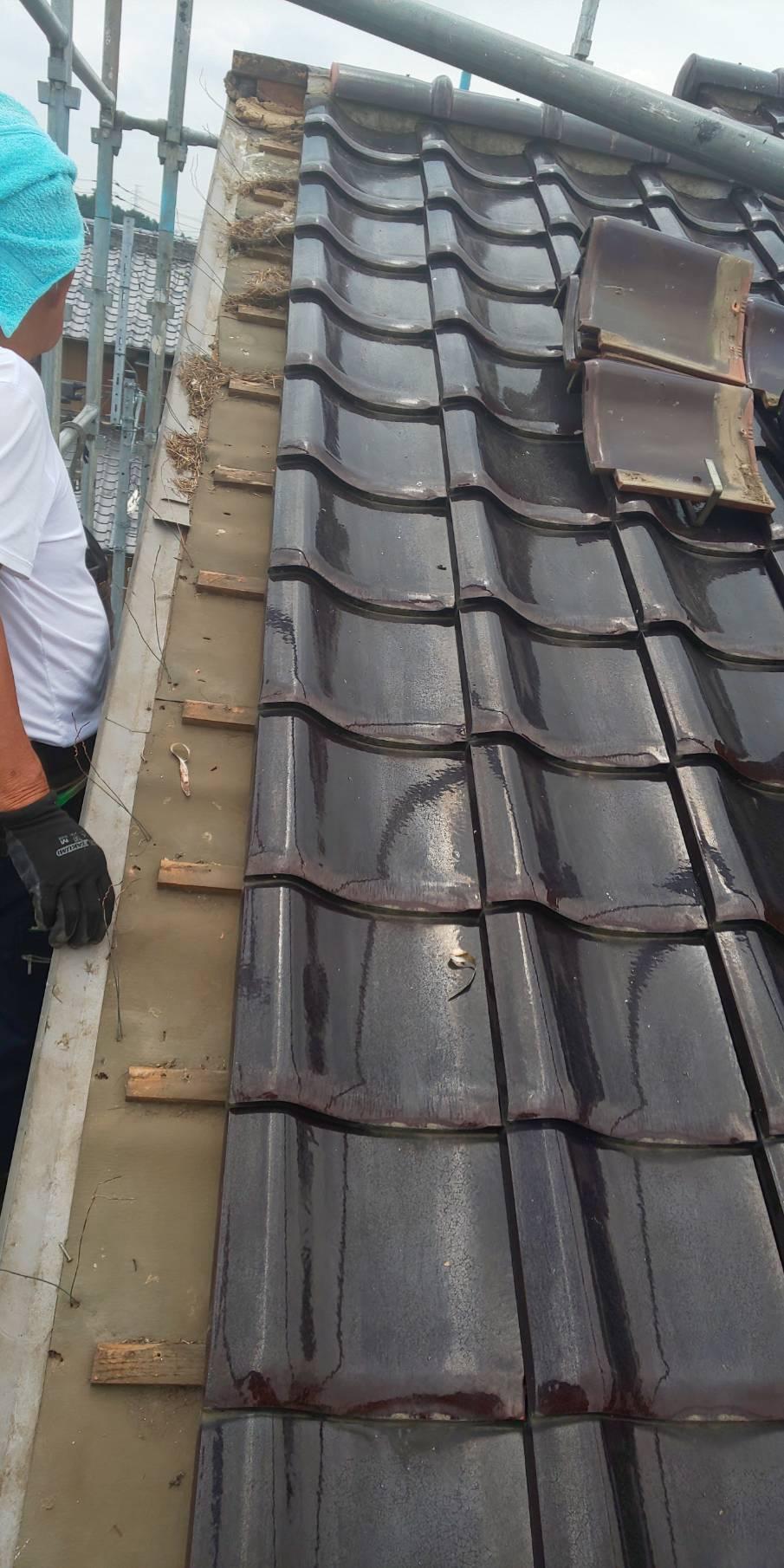 熊谷市で瓦屋根にスズメ止めの工事を行いました