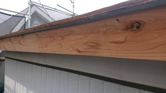 桶川市で屋根と庇の葺き替え工事を行いました