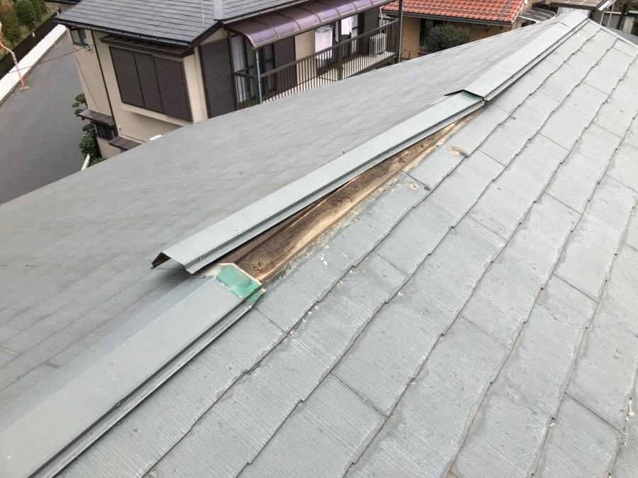 屋根棟 剥がれかけ写真