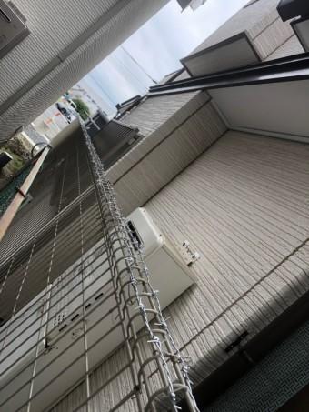 フェンスに有刺鉄線