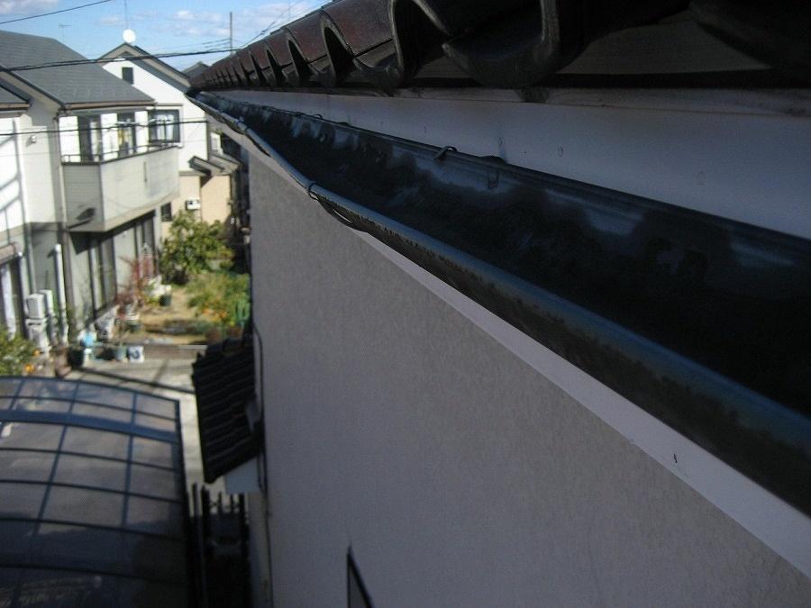 久喜市で雨樋の歪みの現場調査