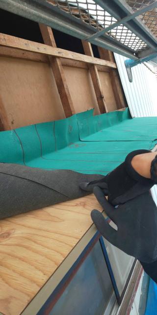庇防水シート貼り付け