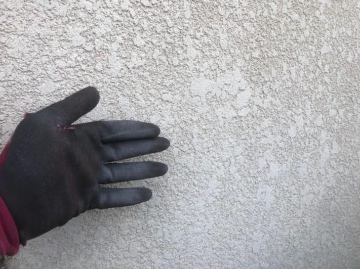 上尾市 外壁 粉が付く 劣化