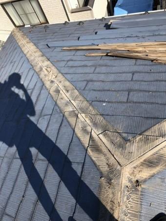 春日部市で屋根棟の施工中