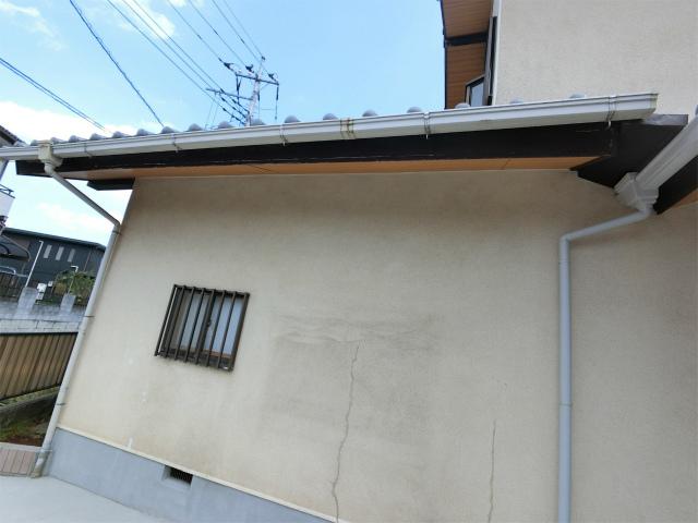 鶴ヶ島市で外壁のひび割れ、破風板の塗装剥がれ等もあり現地調査です