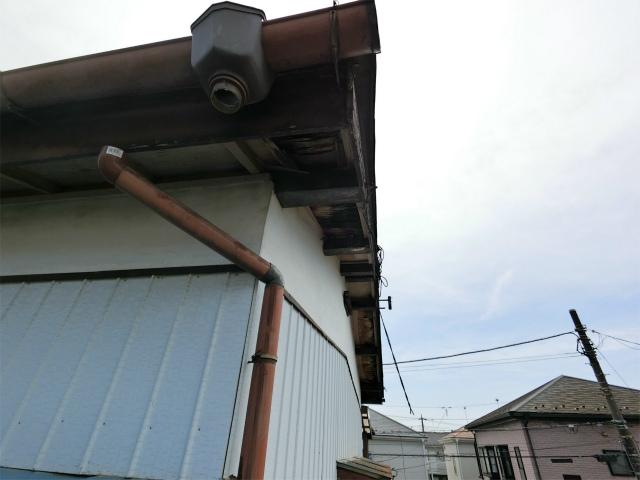 集水器と雨樋の外れ
