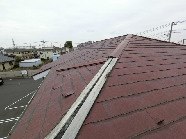 北本市で強風で屋根の板金が飛んでしまい、調査です