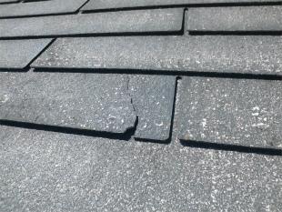 スレート屋根の破損部分拡大
