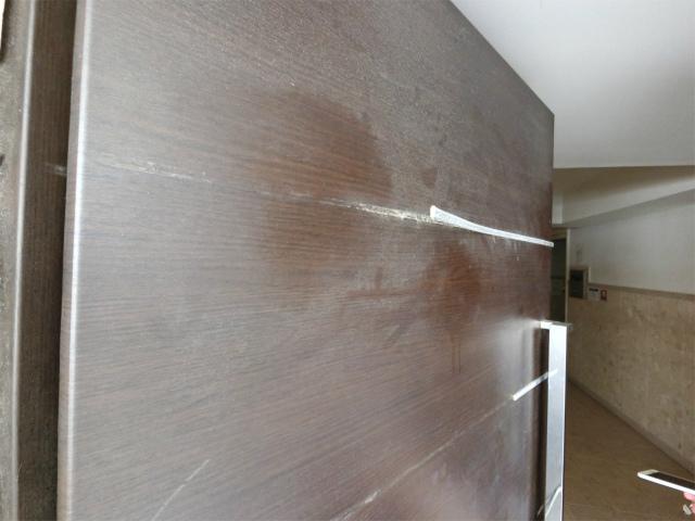 玄関ドア金属剥がれ