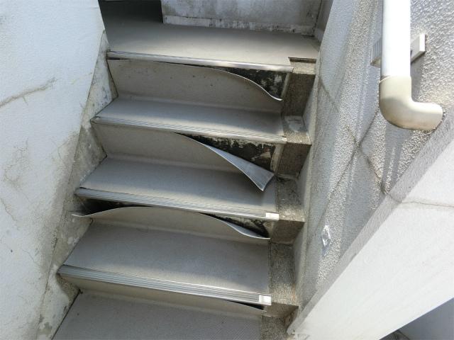 階段シート剥がれ