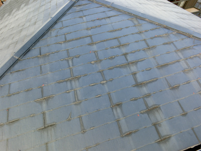 栃木県鹿沼市で屋根のひび割れ、板金の破損等あり調査です