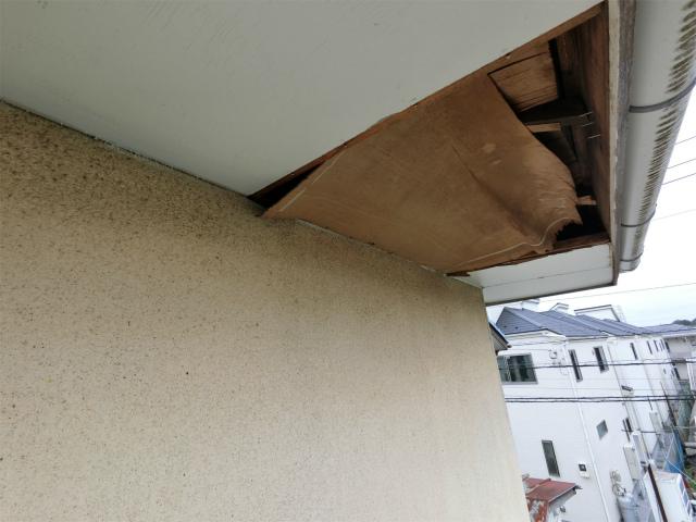 蓮田市で外壁のひび割れ、軒天の剥がれ等あり調査です