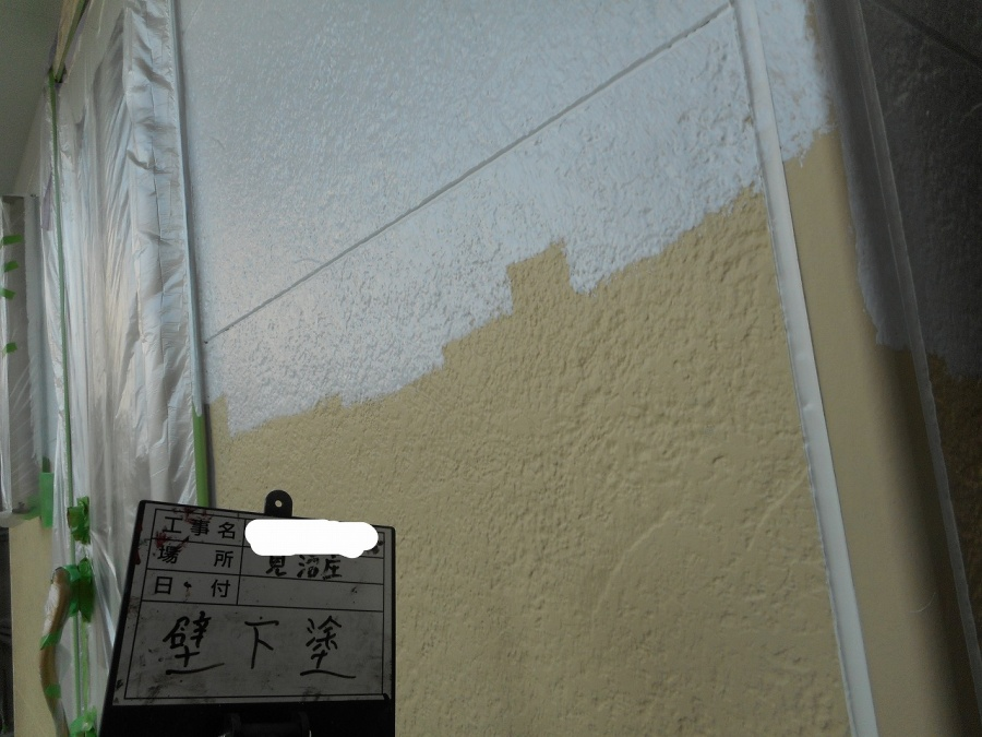 外壁下塗りの写真