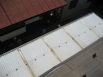 トタン屋根 破損 穴