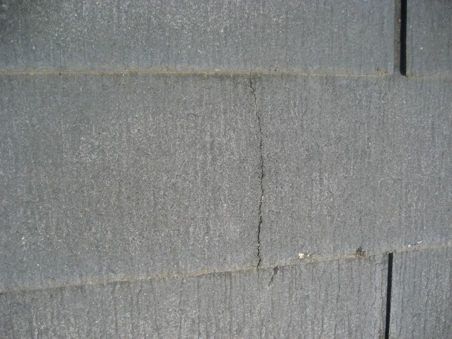 スレート屋根のヒビ写真