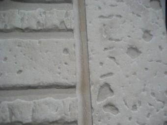 外壁のシーリングにヒビ写真