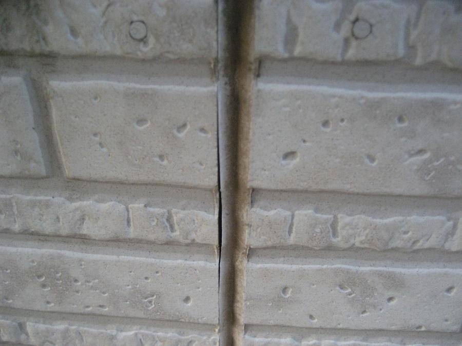 外壁のシーリングに隙間の写真