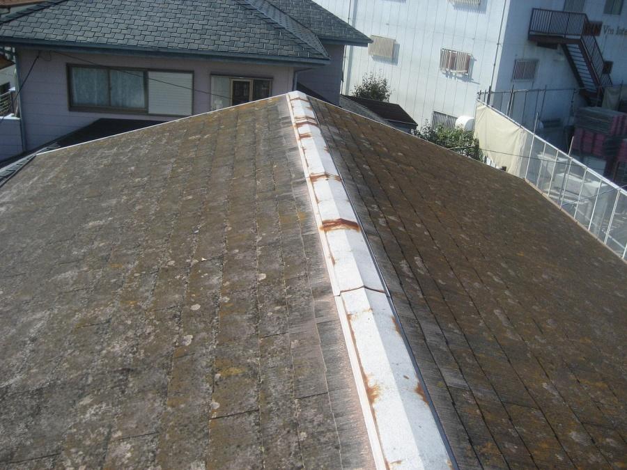 屋根の棟板金の様子の写真