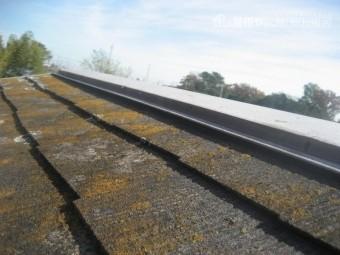 スレート屋根の赤さび写真
