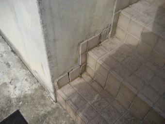 階段タイル 剥がれ 川口市