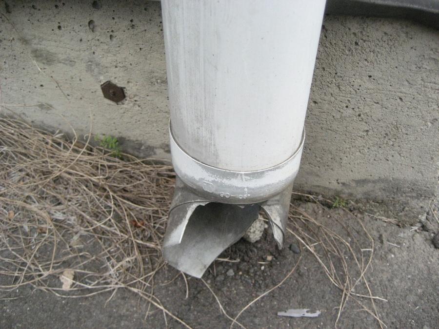 縦樋の破損の様子写真