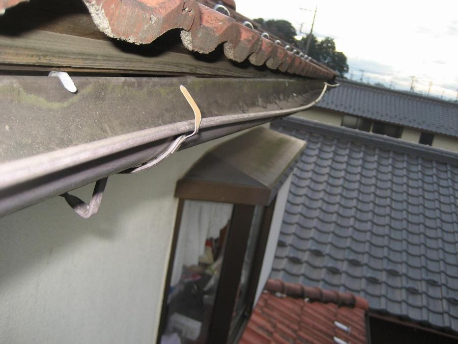 雨樋の固定する金具の浮き