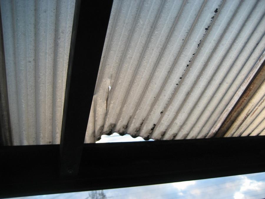 トタン屋根浮きの写真