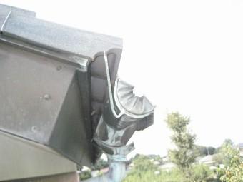 菖蒲町で雨樋の破損