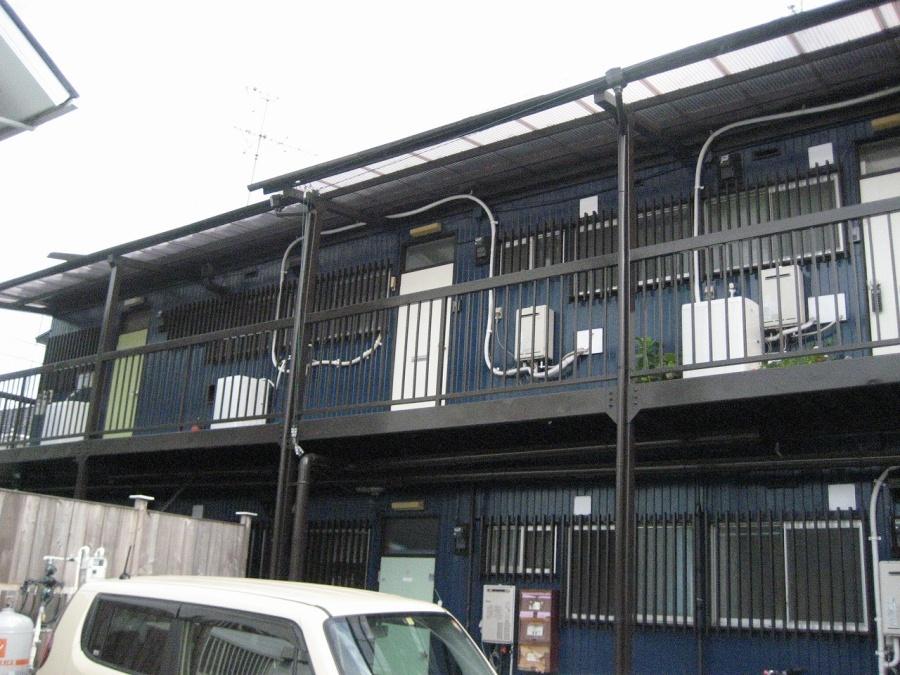 上尾市で台風の影響で棟板金剥がれ、雨樋の歪みも起こり現場調査です
