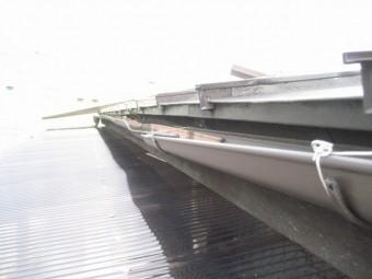 上尾市アパートで雨樋の歪み写真