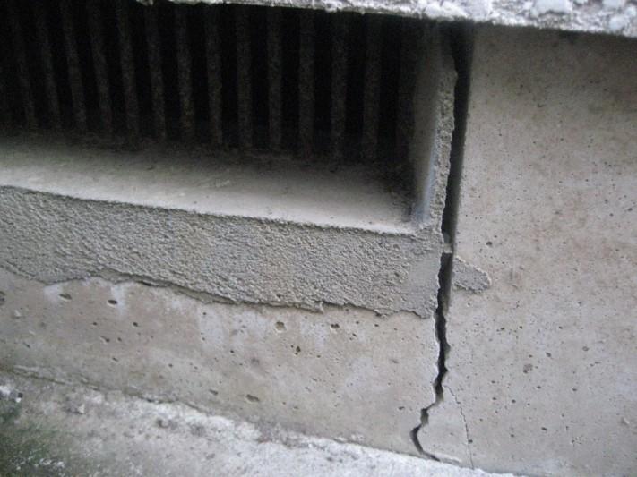 川越市で床下排水口の外壁写真