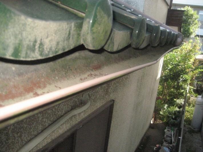 雨樋に砂溜まり写真