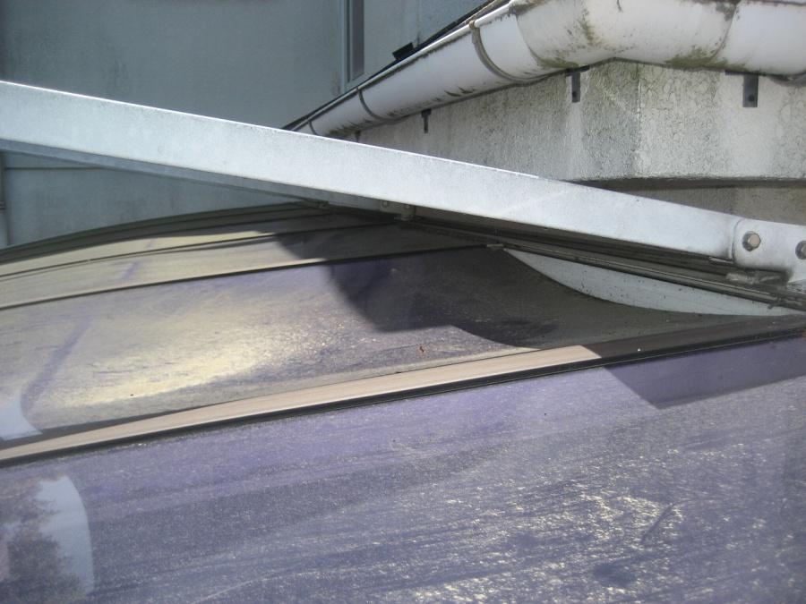 ベランダ屋根 凹み写真