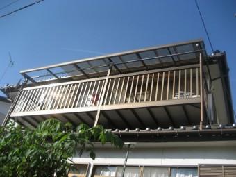 お家のトタン屋根を真正面から見た様子写真