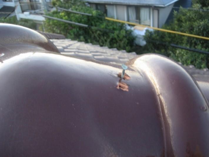 屋根棟の釘浮き写真