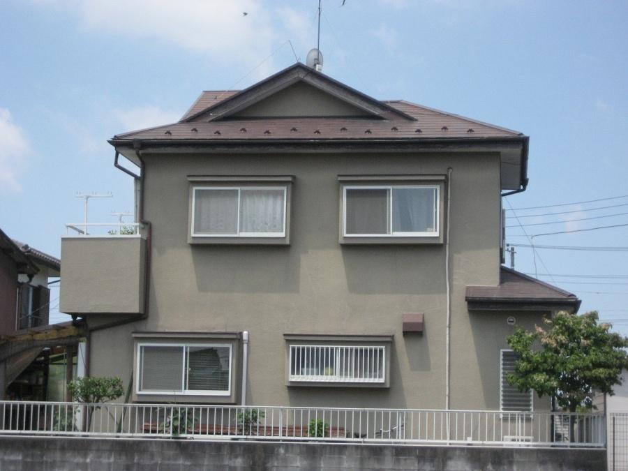 行田市で軒天剥がれとスレート屋根の塗装剥がれと雨樋の現場調査をしました