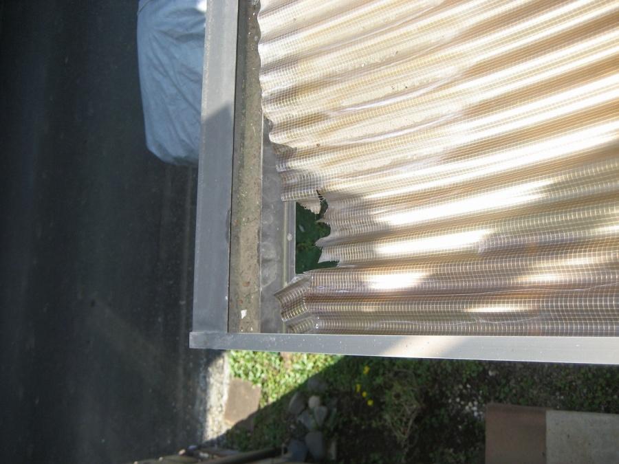 トタン屋根の穴開き写真