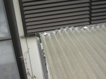 トタン屋根の隙間