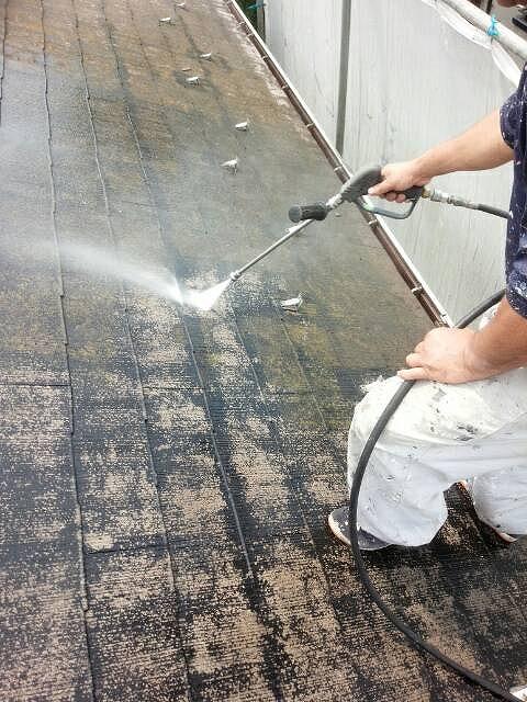 屋根洗浄中 写真