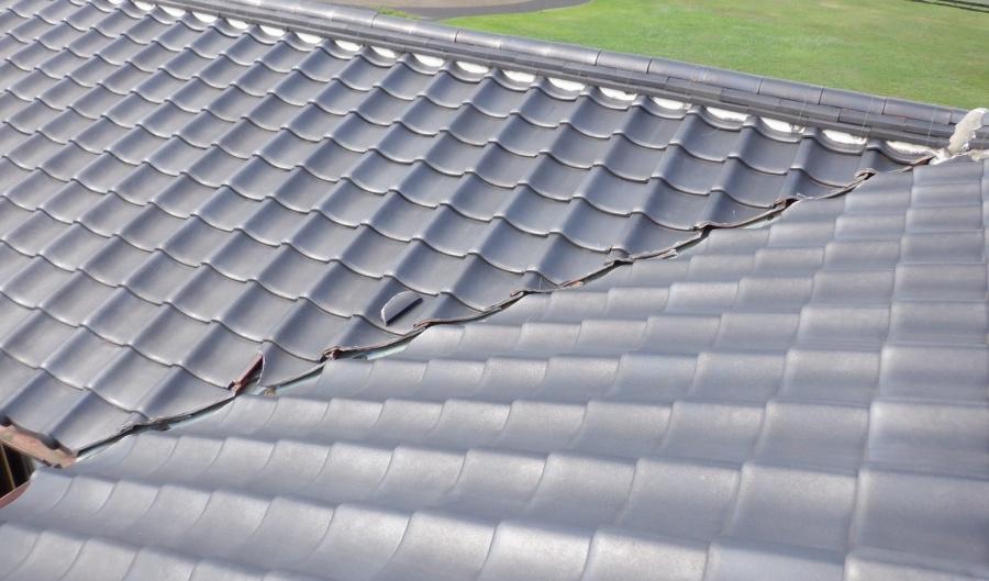 屋根瓦の割れ(工事前)