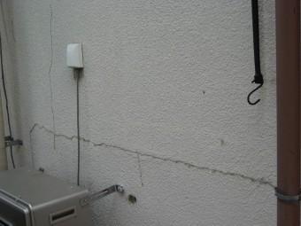 羽生市で外壁のひび割れ補修と塗装を行いました