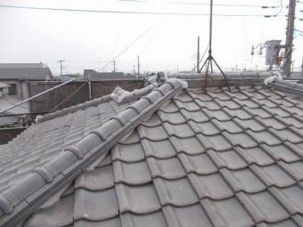 上尾市で屋根瓦の工事の様子