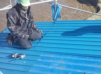屋根カバー工法は軽い屋根材が適している